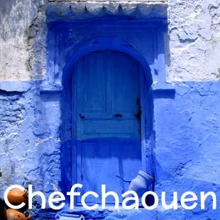 Piccole strutture tradizionali a Chefchaouen, tra le montagne del Rifa breve distanza sia dall'Oceano Atlantico che dal Mar Mediterraneo. Sosta raccomandata a tutti coloro che arrivano in Marocco con la propria auto.