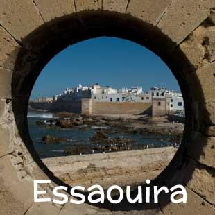 Hotel, riad e strutture di charme a Essaouira. L'antica Mogador è una cittadina tranquilla e ridente sull'Oceano Atlantico, paradiso dei surfers e teatro del Festival della Musica Gnaoua, uno spettacolare evento musicale e culturale che si tiene ogni anno a fine giugno.